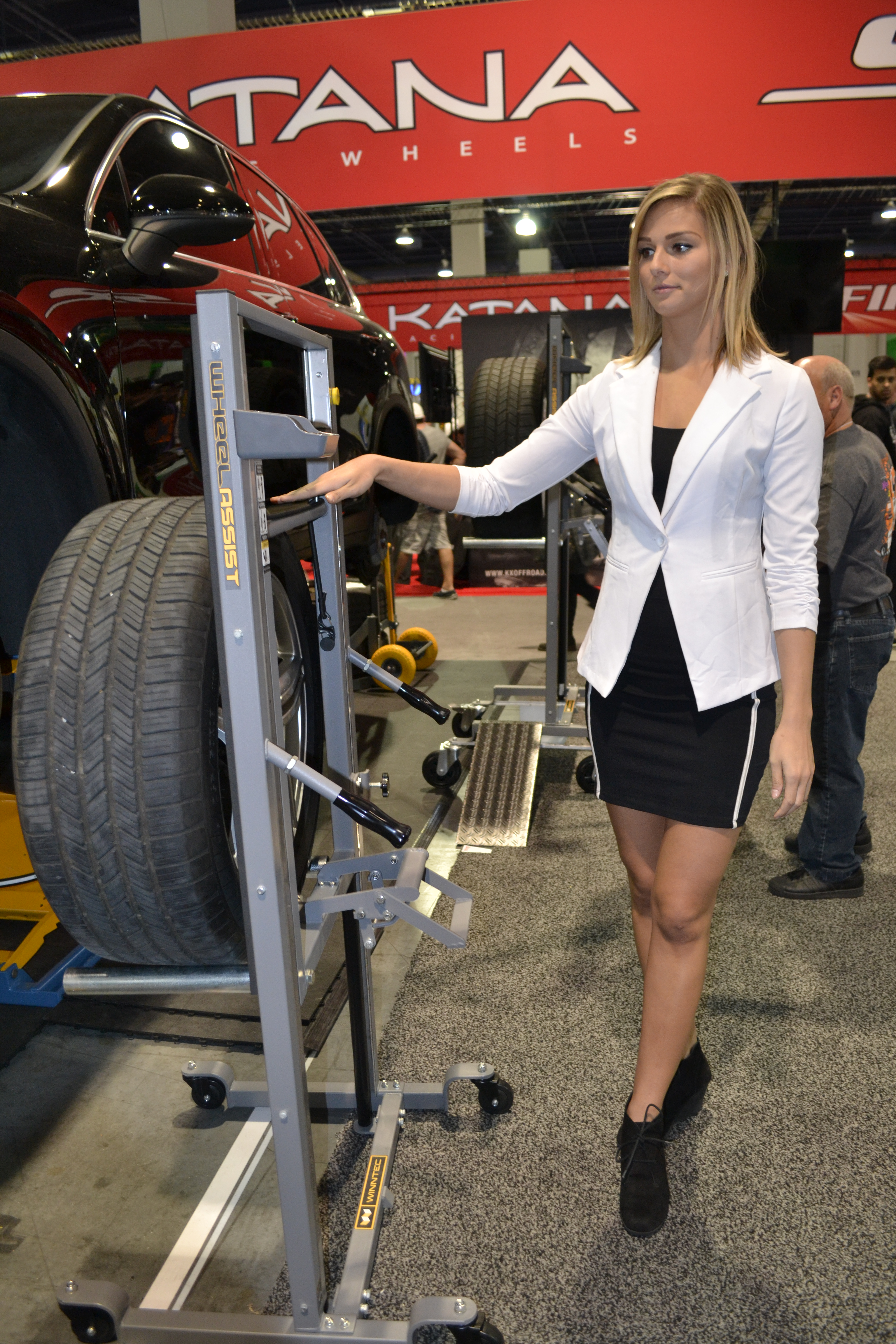 2015 SEMA Show, Day 3: Winntec Takes the Pain Out of Lifting Tires