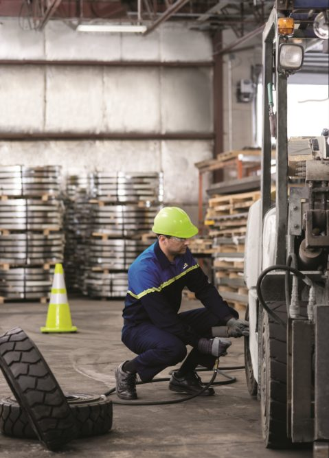 Camso Unveils On-Site Service for Forklift Tires