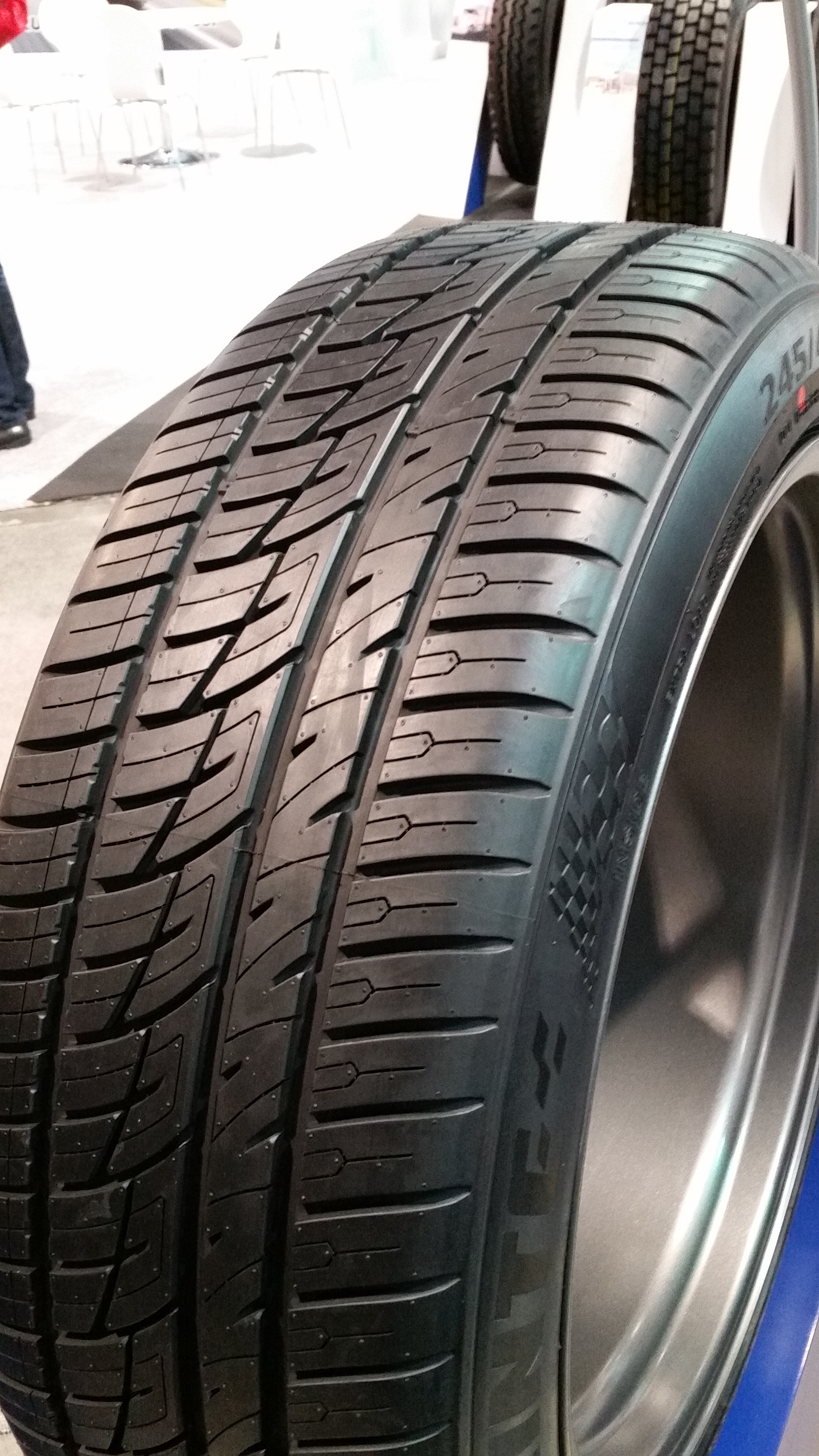 Delinte's New SUV Tire Takes the SEMA Show by Storm