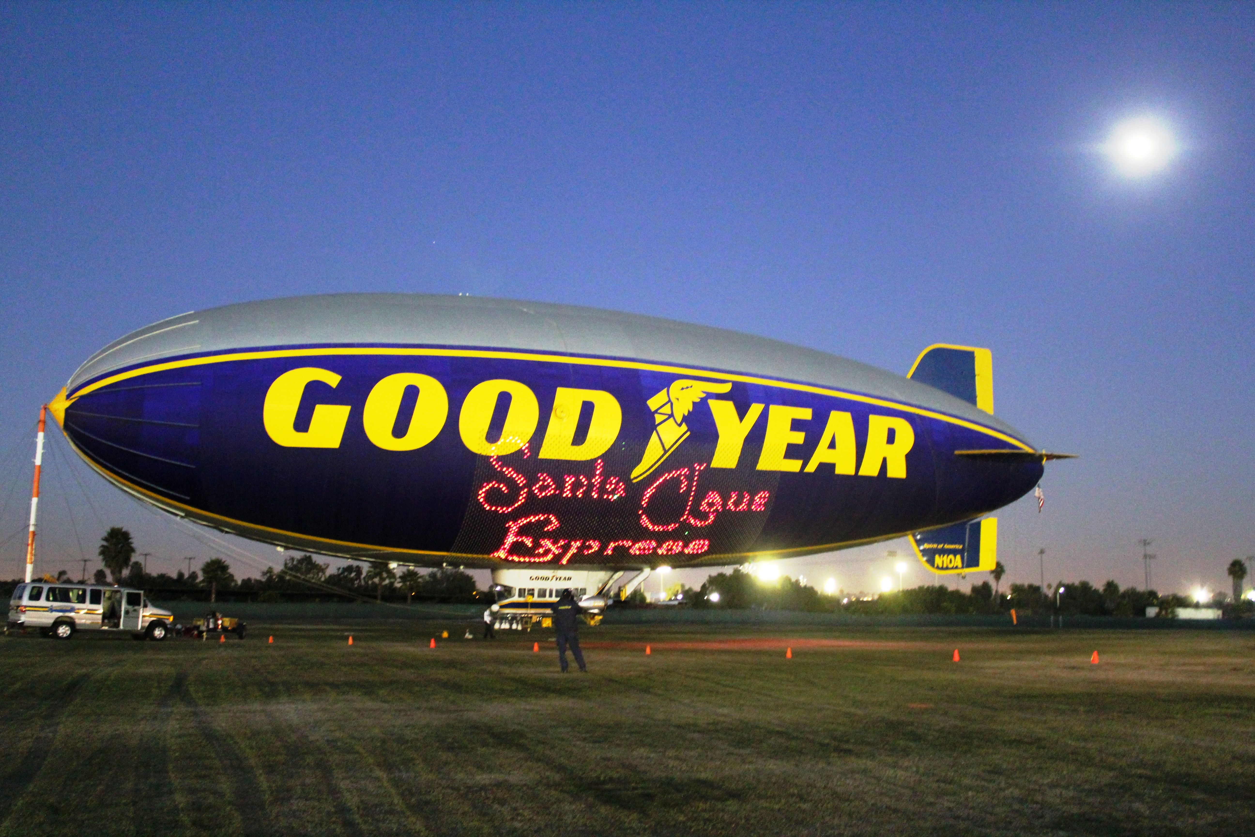 Goodyear airships to collect Toys for Tots