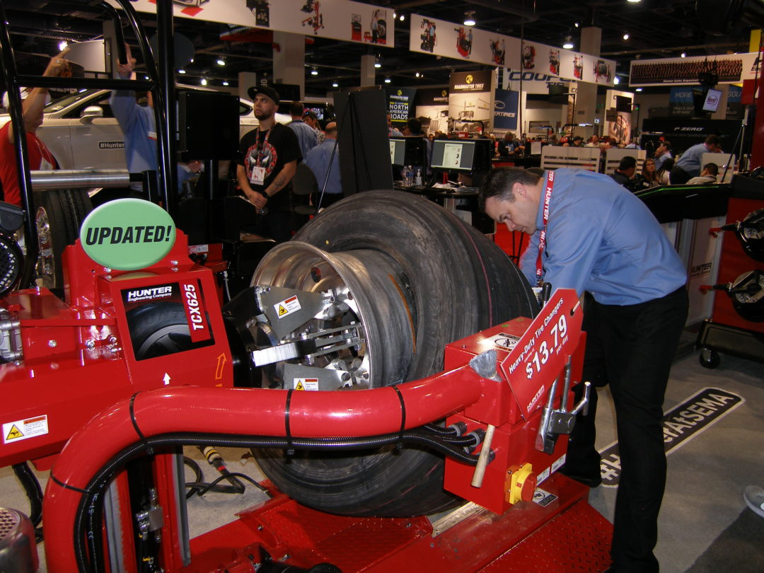 Hunter Demonstrates a New Approach to Changing Heavy-Duty Tires at the SEMA Show