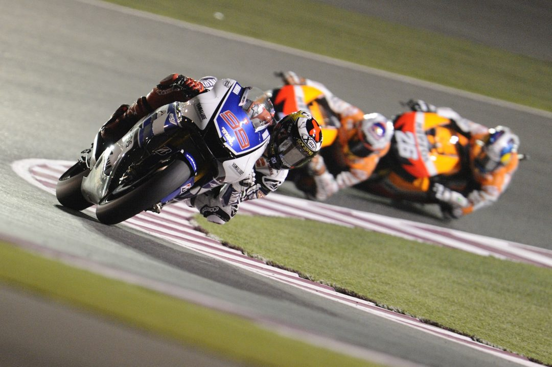 Lorenzo's late lunge secures victory in Qatar