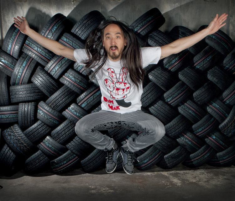 Nitto and Aoki dance to an electronic beat