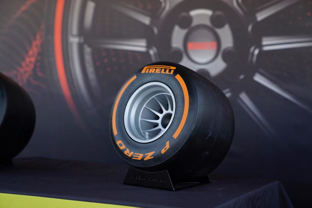 Pirelli Chooses the Right Notes to Display Its Tires