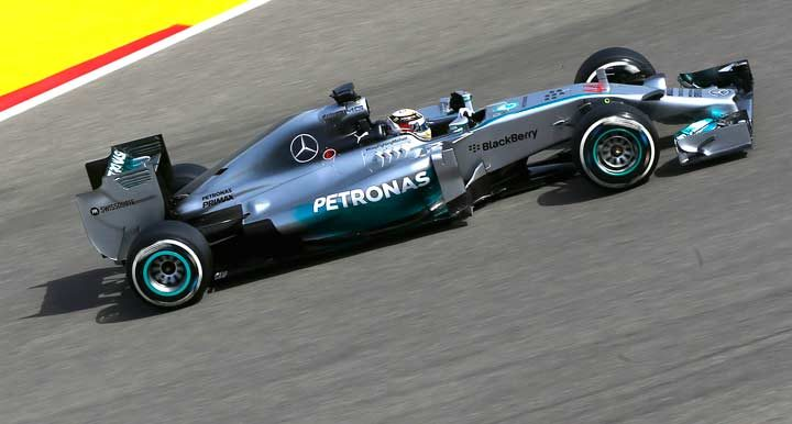 Pirelli, trying out Formula One tires for 2015