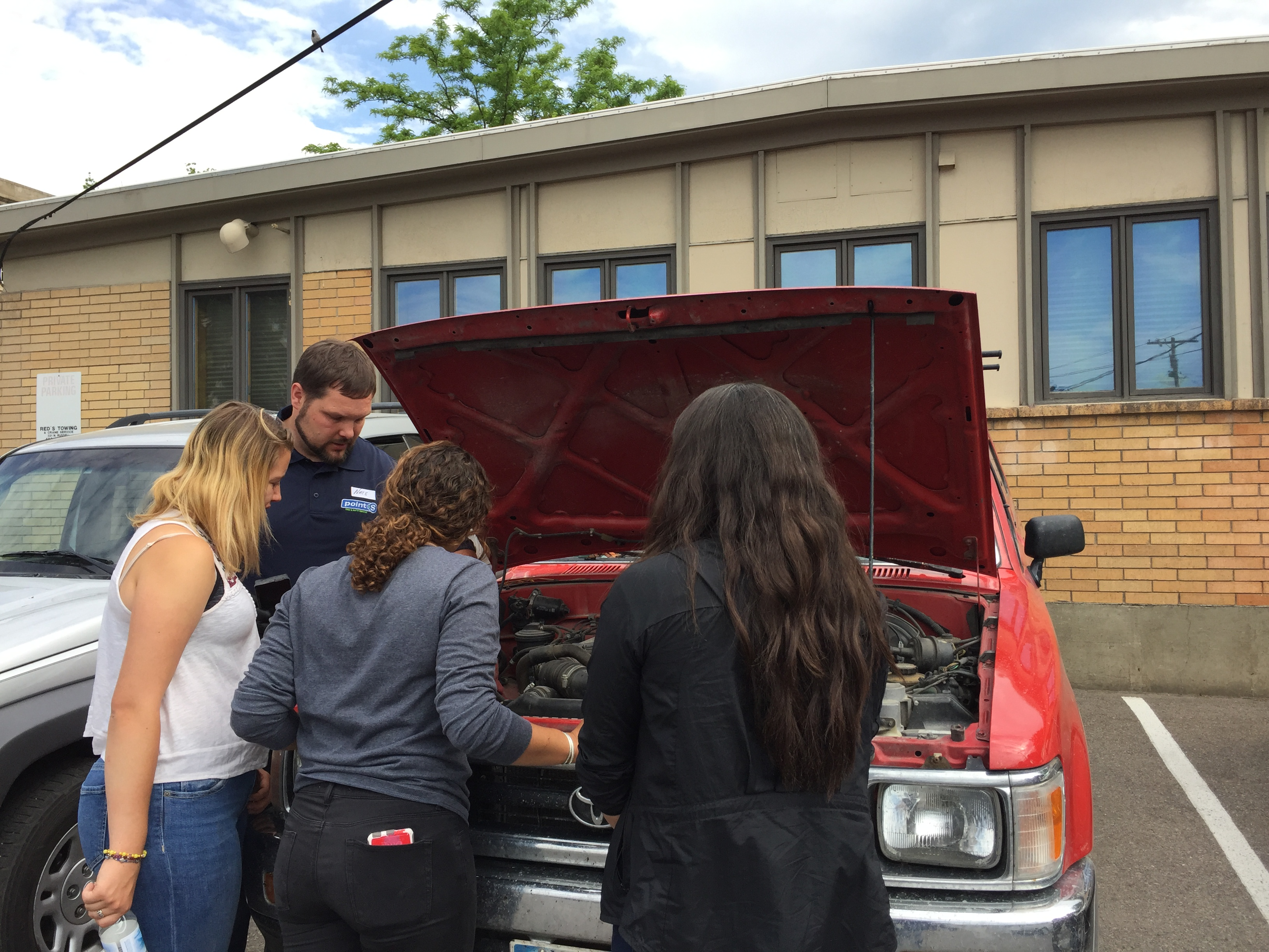 Roemer's Point S Hosts a Car Care Clinic for Women