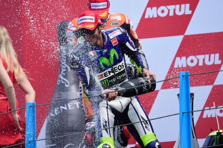 Rossi resists Marquez to take victory at the Dutch Grand Prix