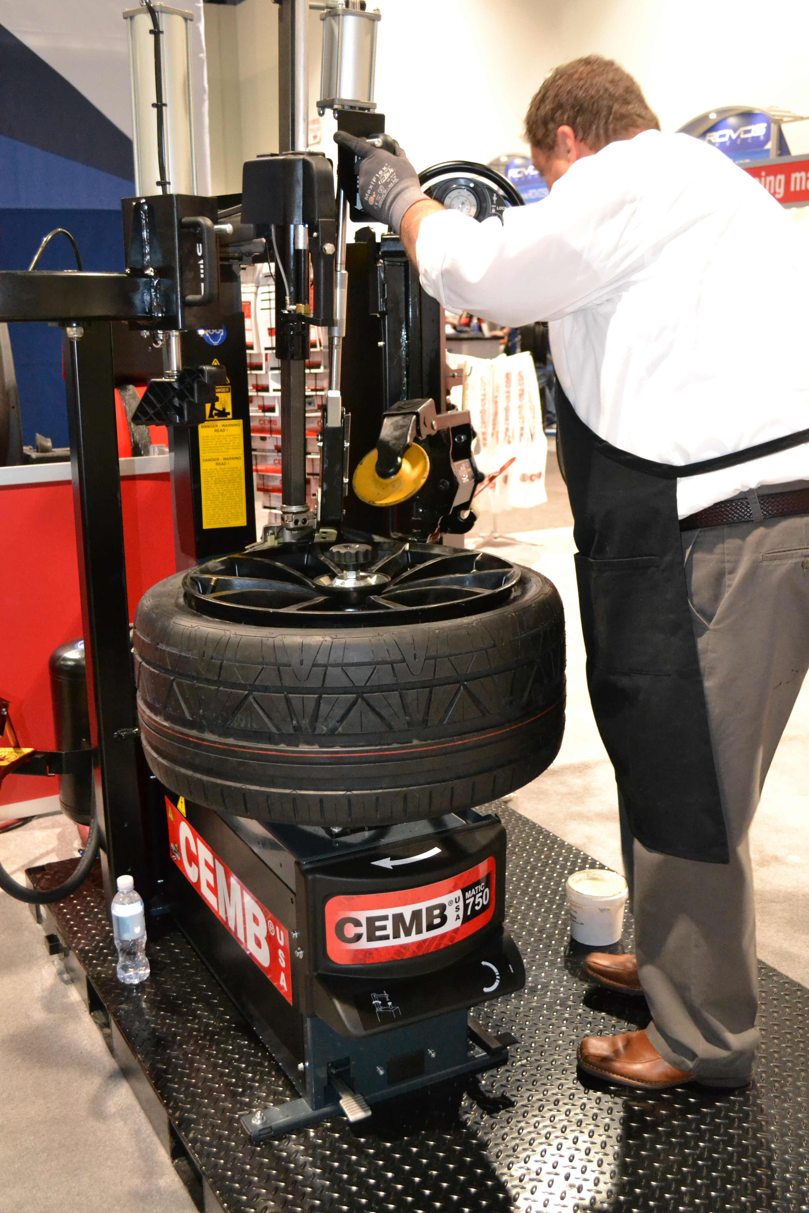 SEMA Show, Day Four: CEMB USA has two new tire changers