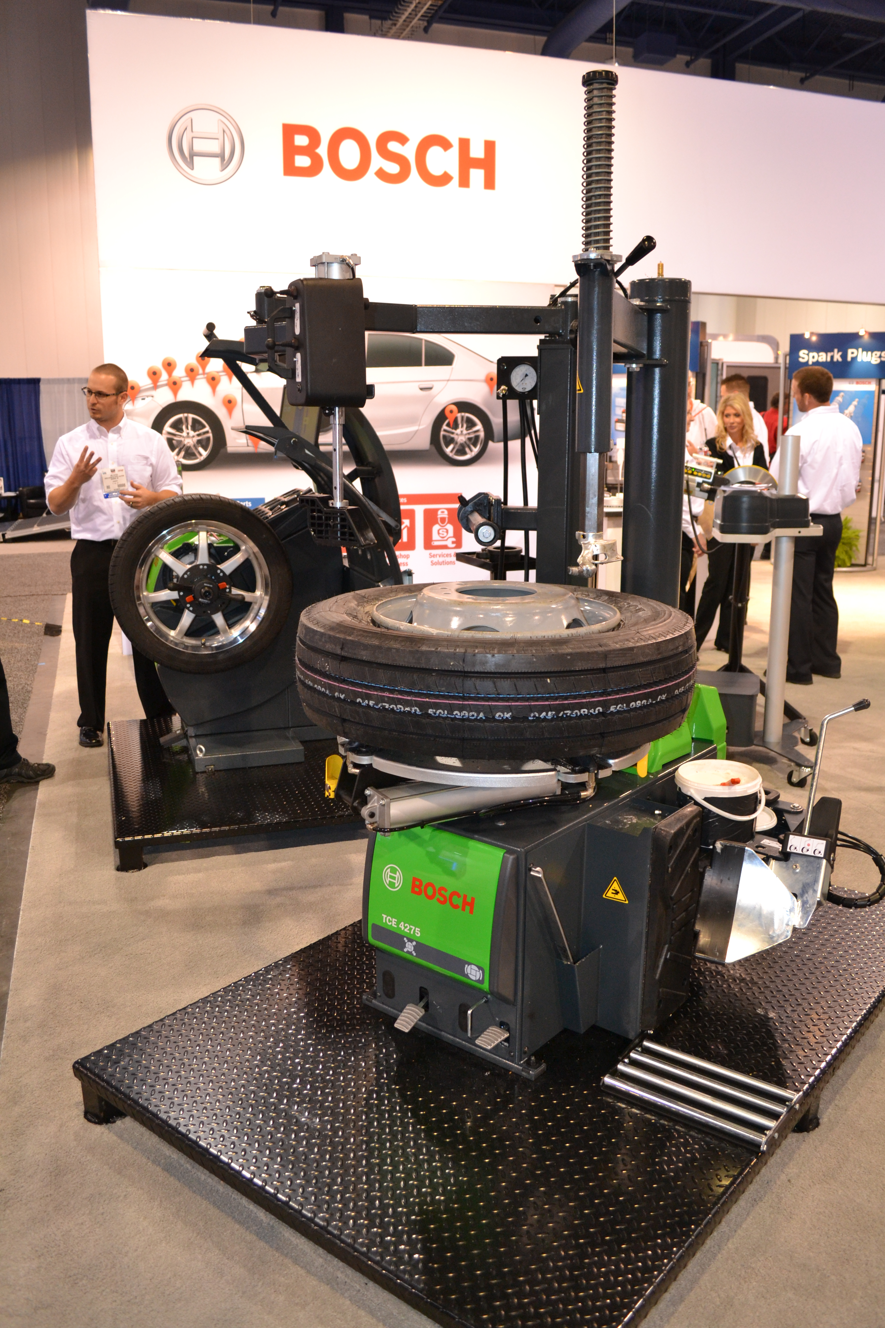 SEMA Show, Day Two: Bosch adds two tire changers