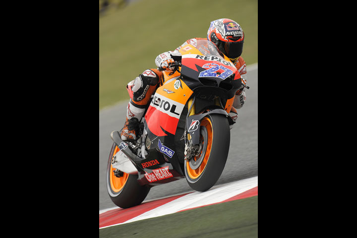Stoner fastest on rain-interrupted opening day in Catalunya