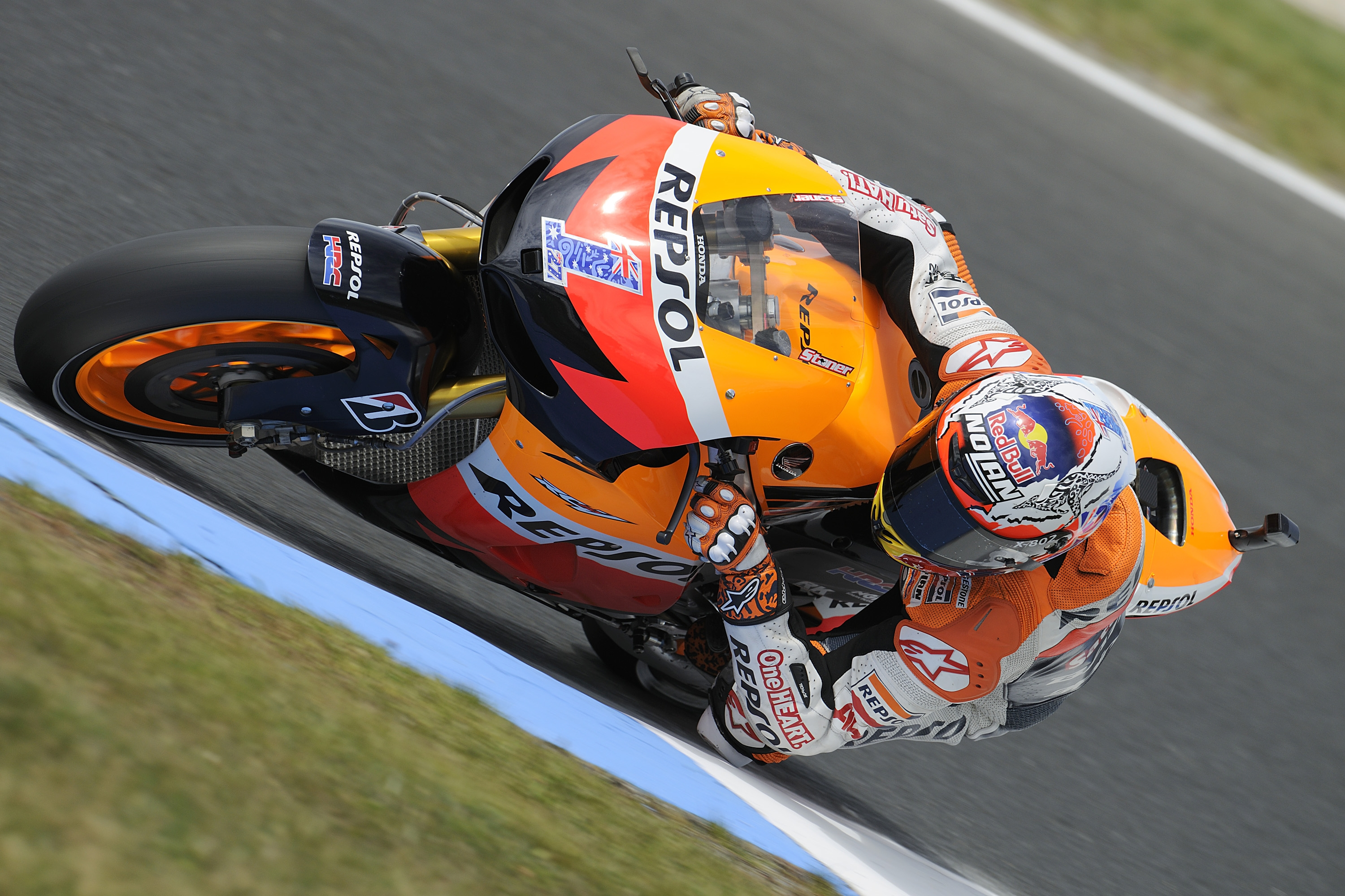 Stoner on record pace on first day at Phillip Island
